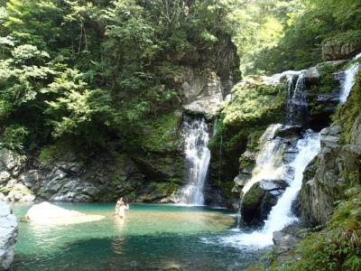 shikoku falls side.jpg